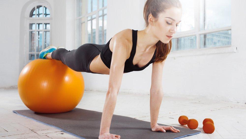Sélection d'exercices musculation à faire à la maison